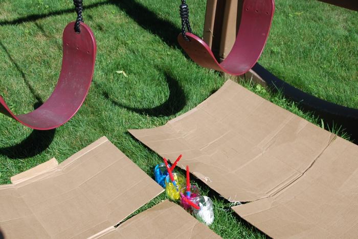 نقاشی همراه با تاب بازی در مهدکودک