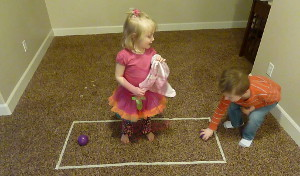 بازی دو نفره نگهبان تخم مرغ برای کودکان در آپارتمان